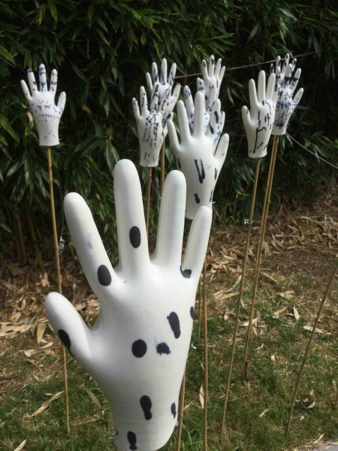 20-cat-trochu-ceramic-rennes-installation-jardin-gants-bambous-3